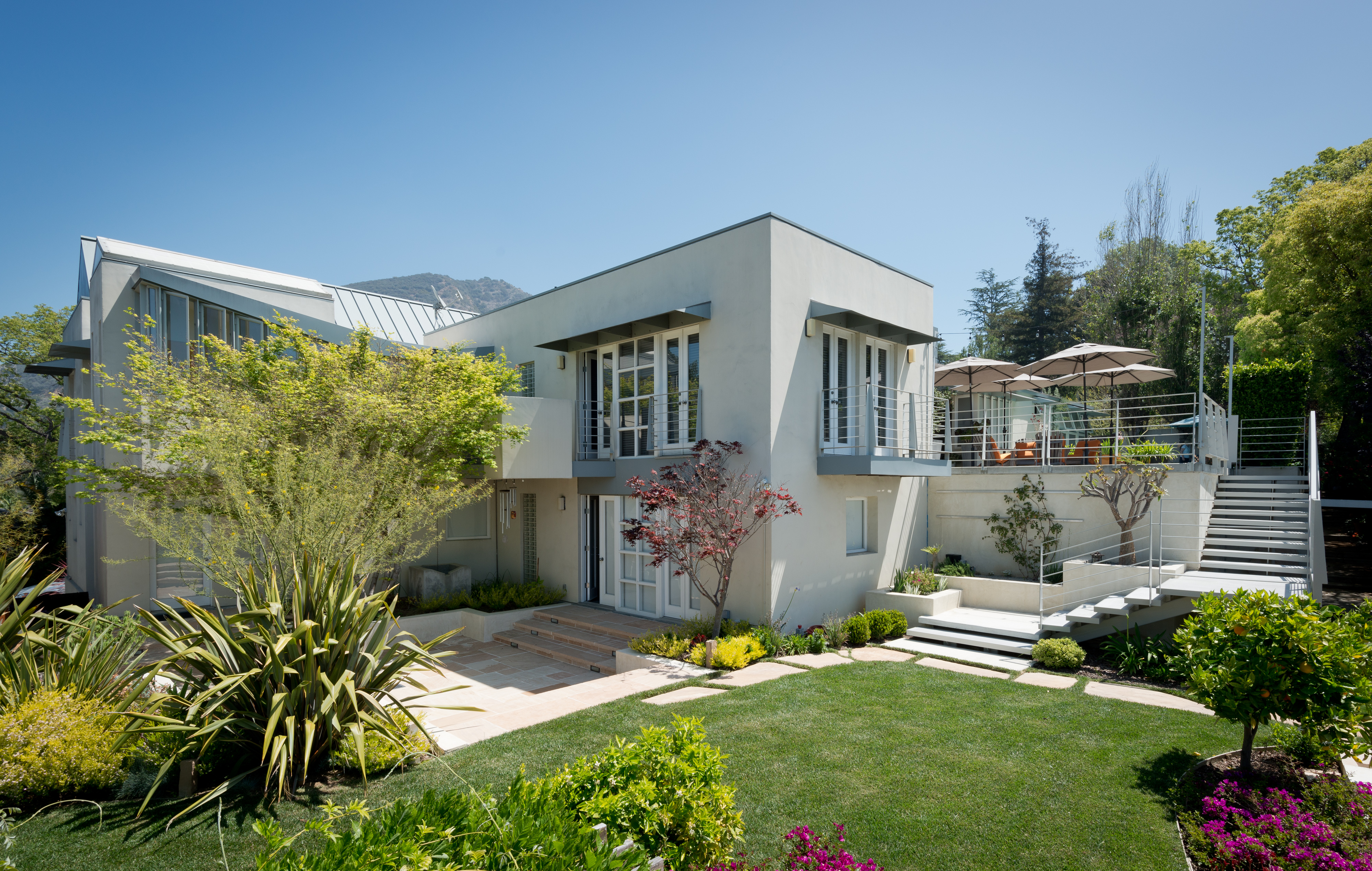 Just sold by Alan Taylor- Hollywood Hills Estate by Frank Israel